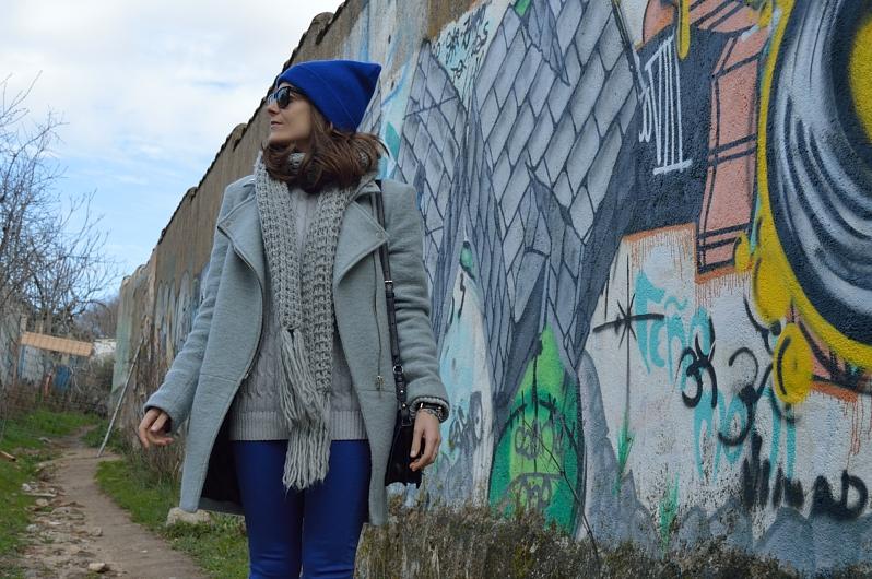 lara-vazquez-madlula-blog-fashion-style-winter-cobalt-beanie