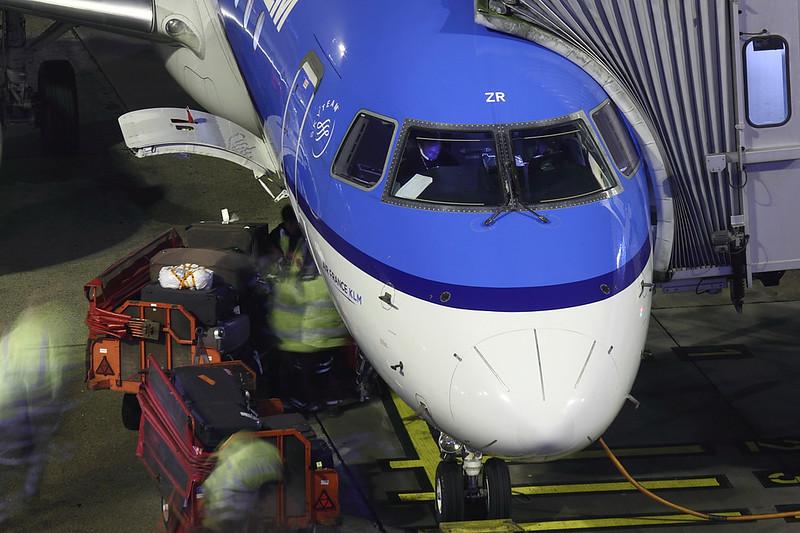 KLM - E190 - PH-EZR (2)