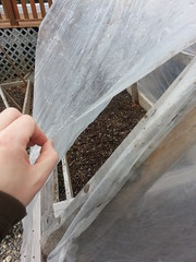 Raised bed with plastic cover - built-in ventillation