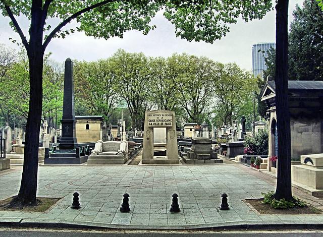 Aux victimes du devoir de la garde republicaine la ville for Piscine montparnasse