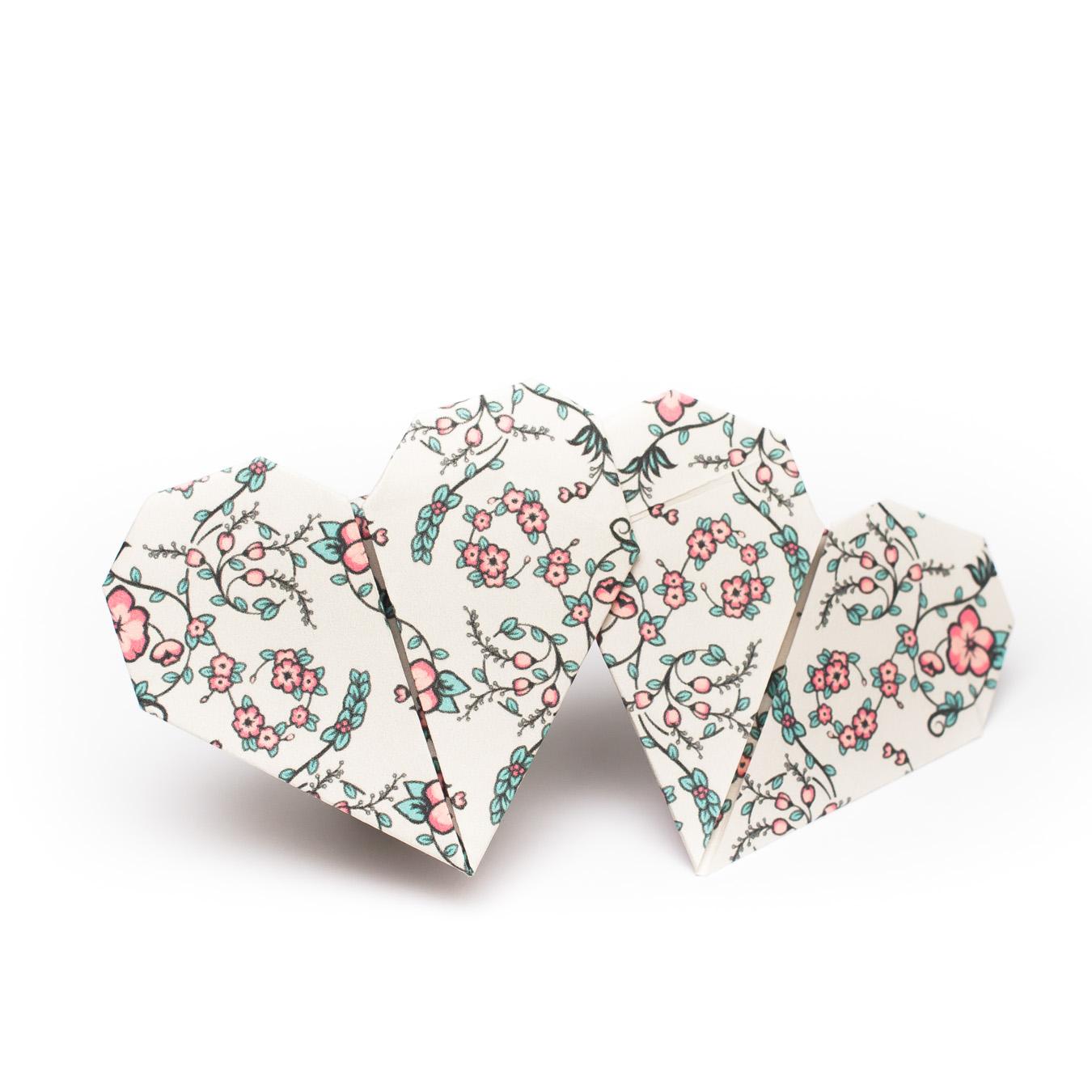 วิธีพับกระดาษรูปหัวใจคู่ (Origami Double Heart)  030