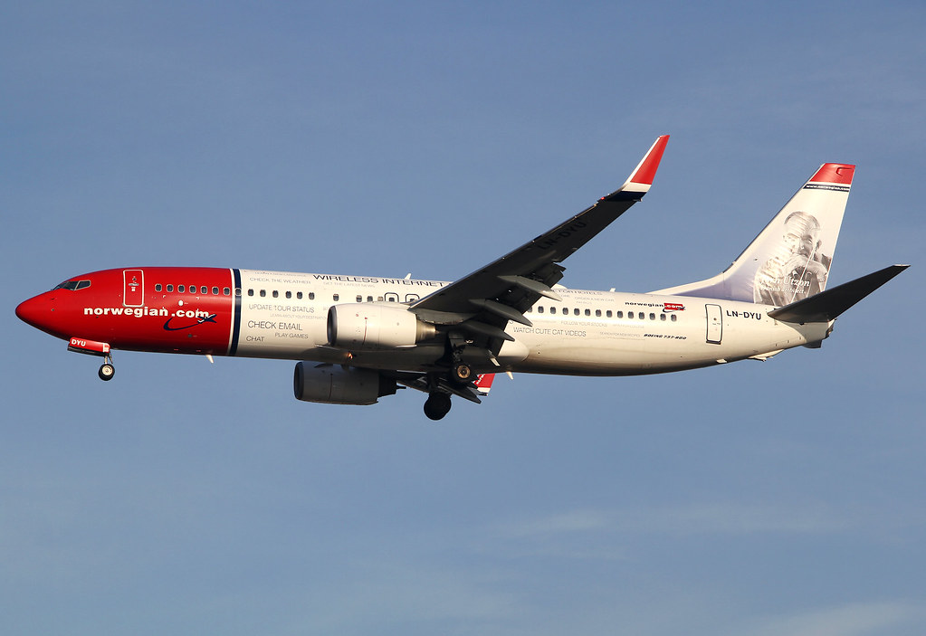 """Wireless on board"" special scheme on short final for RWY26L inbound from Copenhagen CPH. Delivered 08/2011."