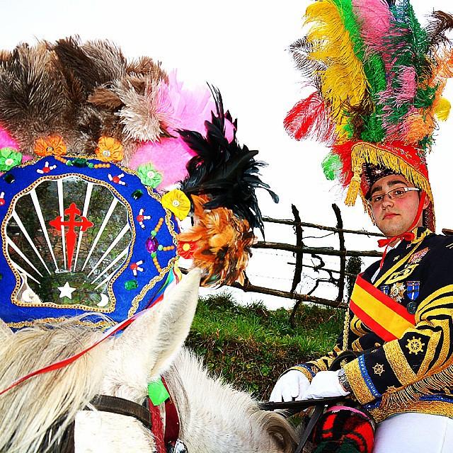 Xenerais da Ulla , entroido de Salgueiros , Vila de Cruces . @areasantiagoturismo  #xeneraisdaulla #viladecruces #entroido #xeneral #animallovers #carnaval #tipico #galicia #coloresgallegos #loves_galicia #galiciamola #areasantiago #pontevedra #turgalicia
