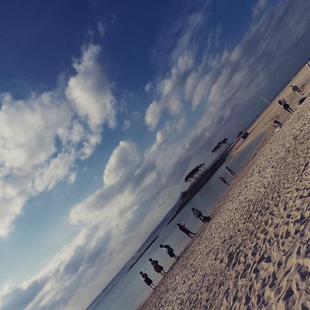 あの日、沖縄の美しい海辺で何でもしなかったり、潮の香りが感じたりしていました 又想起在沖繩海邊的那一天