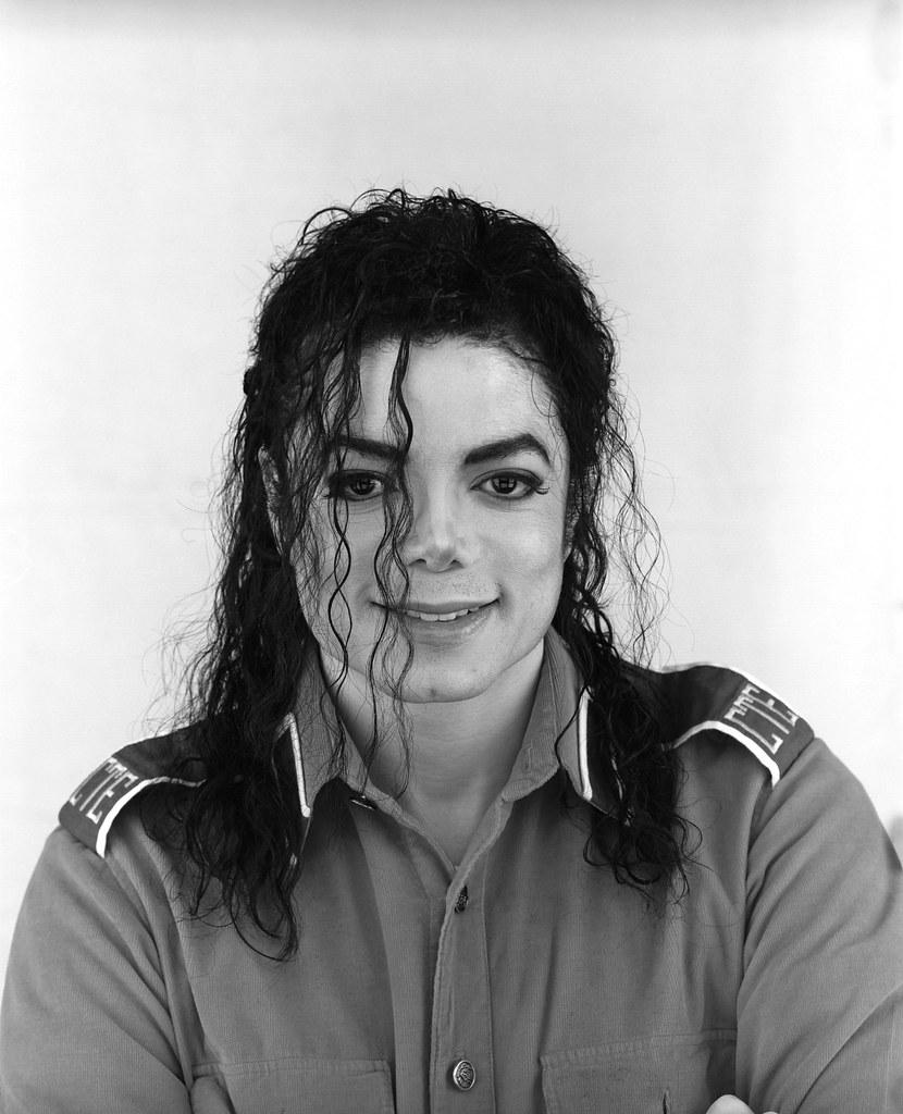 Майкл Джексон с длинными волосами