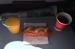 Laugenstange, Kaffee & O-Saft (Air Berlin Flug…