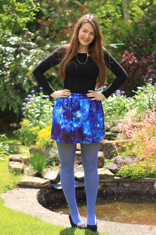 OOTD, outfit of the day, collar clips, black tee, galaxy skirt, blue tights, black flatforms