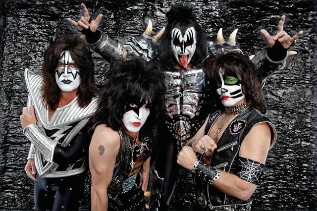 Kiss y una sorpresa para sus fans