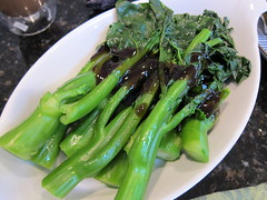 produce(0.0), vegetable(1.0), choy sum(1.0), leaf vegetable(1.0), kai-lan(1.0), rapini(1.0), food(1.0), dish(1.0),