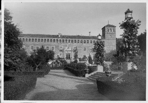 Monasterio de San Bernardo hacia 1925. Fondo Rodríguez. (c) JCCM, AHP, Signatura 01B-123