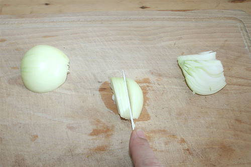 43 - Zwiebel in Spalten schneiden / Cut onion in slices