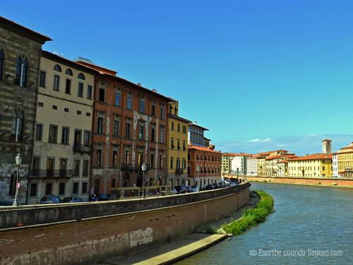 A orillas del Río Arno, en la ciudad de Pisa