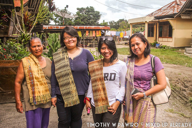 Indonesia - Medan - Samosir - Lumban Suhi Suhi village - The ladies with Batak traditional cloth (Ulos)