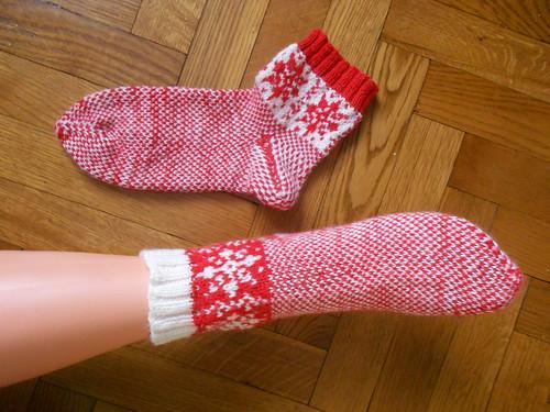 как связать жаккардовые носки от мыска с узором Снежинка - описание с пошаговыми фотографиями | horoshogromko.ru
