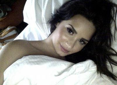 13728416273 21b917e13d o Gambar Bogel Demi Lovato Bersama Kekasih Tersebar