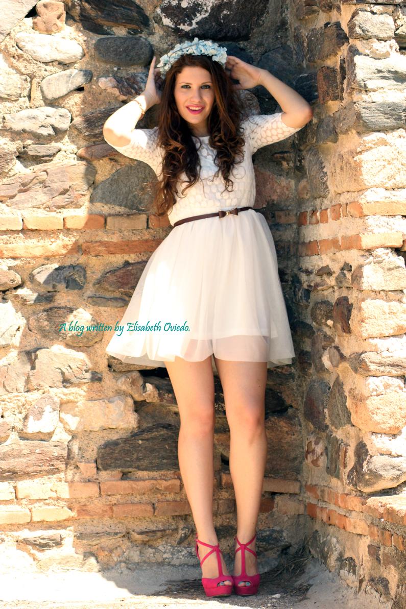 vestido-blanco-encajes-diadema-de-flores-tacones-rosas-MARYPAZ-Heelsandroses-(7)