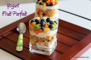 yogurt-fruit- parfait