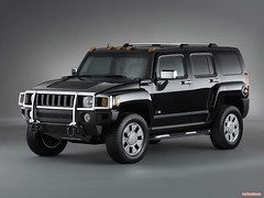automobile(1.0), automotive exterior(1.0), sport utility vehicle(1.0), wheel(1.0), vehicle(1.0), hummer h3(1.0), compact sport utility vehicle(1.0), hummer h2(1.0), hummer h3t(1.0), bumper(1.0), land vehicle(1.0), luxury vehicle(1.0),