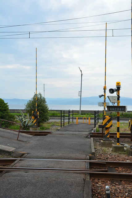 秋鹿町駅をわたって、しんじ湖へ