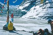 "Zelt-Trekking Nepal, Rund um Dhaulagiri. Opferritual ""Puja"" im Dhaulagiri-Basislager. Foto: Günther Härter."