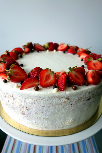 Strawberry & white chocolate cake