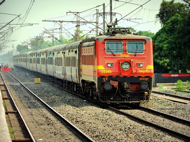 Indian Railways : Patna bound Jan Shatabdi Express from Howrah races past Janai at decent speed !