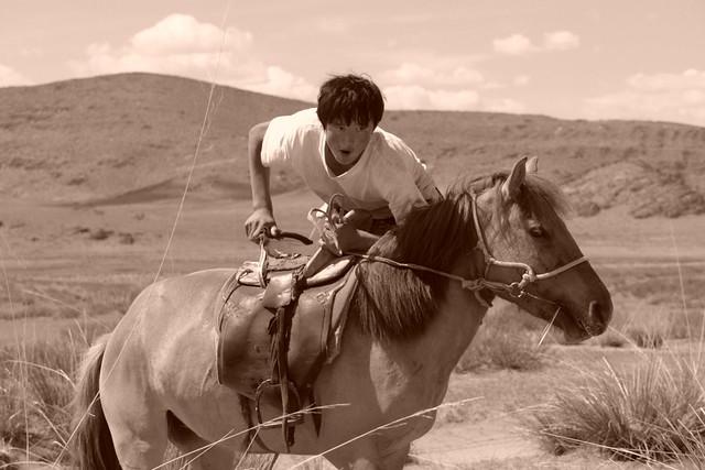 Lugareño con el que compartimos la comida y pasamos un buen rato -a pesar de no entendernos- ... fue muy enriquecedor. El entorno sagrado de las dunas Mongol Els de Mongolia - 9058915584 5d5635350c z - El entorno sagrado de las dunas Mongol Els de Mongolia