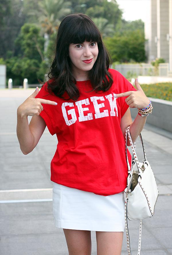 valentino bag, geek shirt, geek chic, zara skirt, תיק ולנטינו, תיקי מעצבים, חולצת טי, אפונה בלוג אופנה, בלוג אופנה