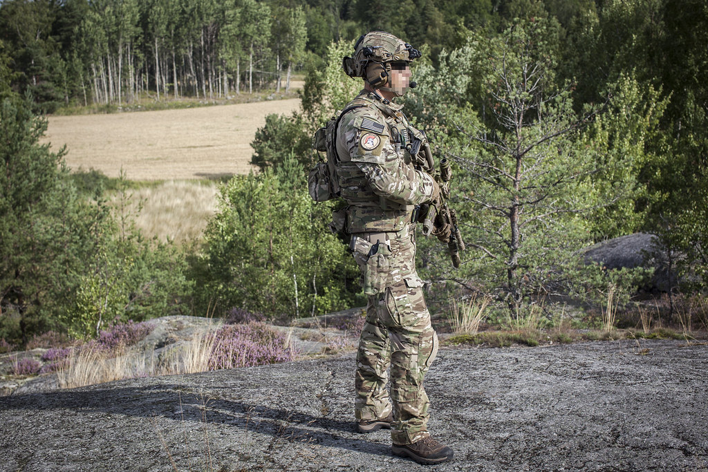 40 also Manual Access Kit furthermore 375 Skd Tac Pig Plate Carrier further Harris Falcon Iii Rf 7800h Mp Wideband Hfvhf Tactical Radio System together with Gear My Operational Loadout Chris. on tactical radio pouch