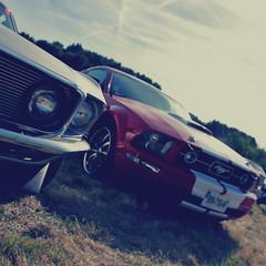 Les Anciennes En Vallée De l'Eure - Ford Mustang GT & Ford Mustang Boss