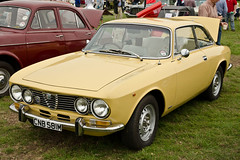 executive car(0.0), compact car(0.0), alfa romeo giulietta(0.0), sports car(0.0), automobile(1.0), alfa romeo(1.0), alfa romeo 105 series coupes(1.0), alfa romeo 1750 berlina(1.0), alfa romeo sprint(1.0), alfa romeo gta(1.0), alfa romeo 2000(1.0), vehicle(1.0), antique car(1.0), sedan(1.0), classic car(1.0), land vehicle(1.0),
