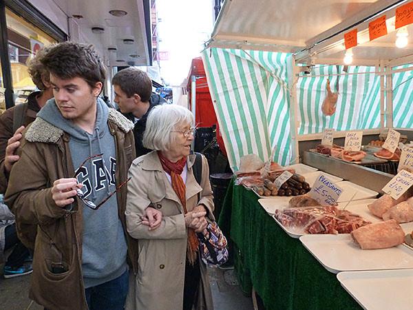 Lala et Paul au marché