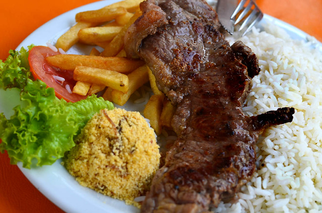 Carne con arroz y patata en Rio de Janeiro