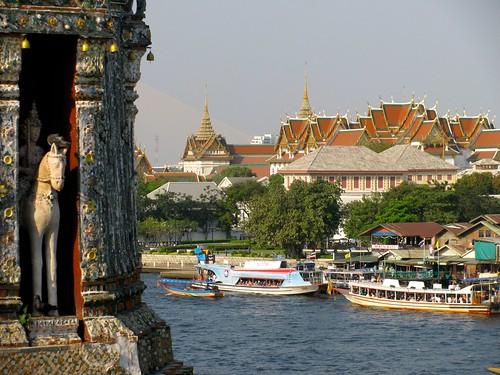 Wat Arun (primer plano) y Gran Palacio (fondo)