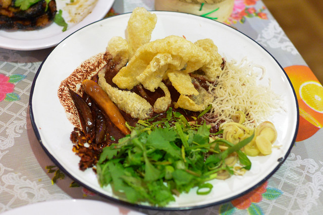 luu suk pork blood & msg dipping soup with pork crackling, crispy noodles, chile, herbs for dipping with sticky rice