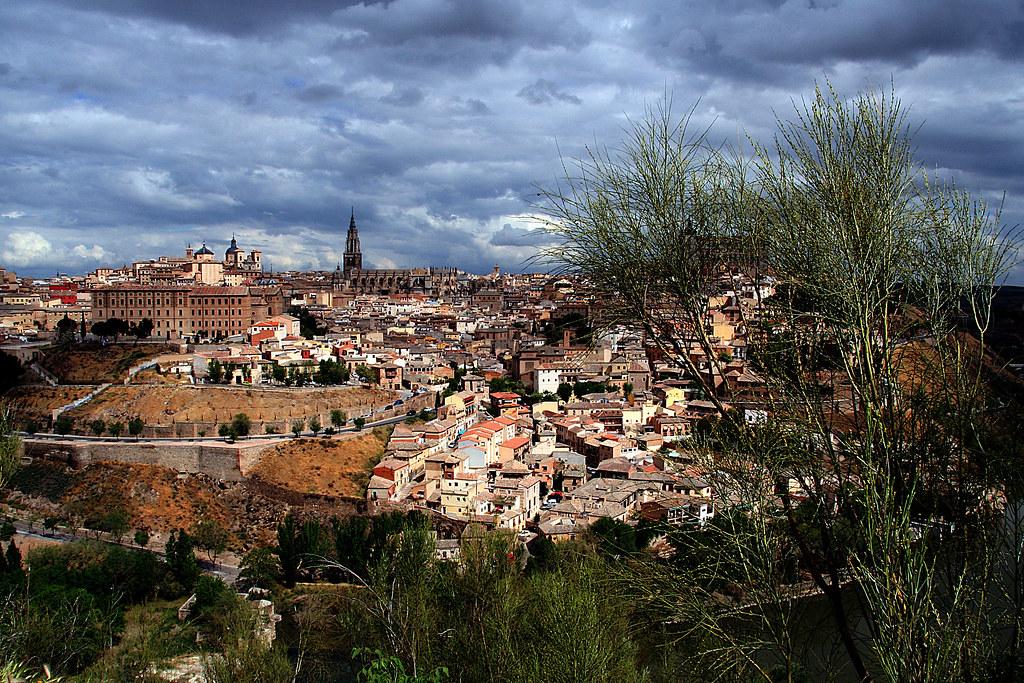 retamas y, allá, Toledo