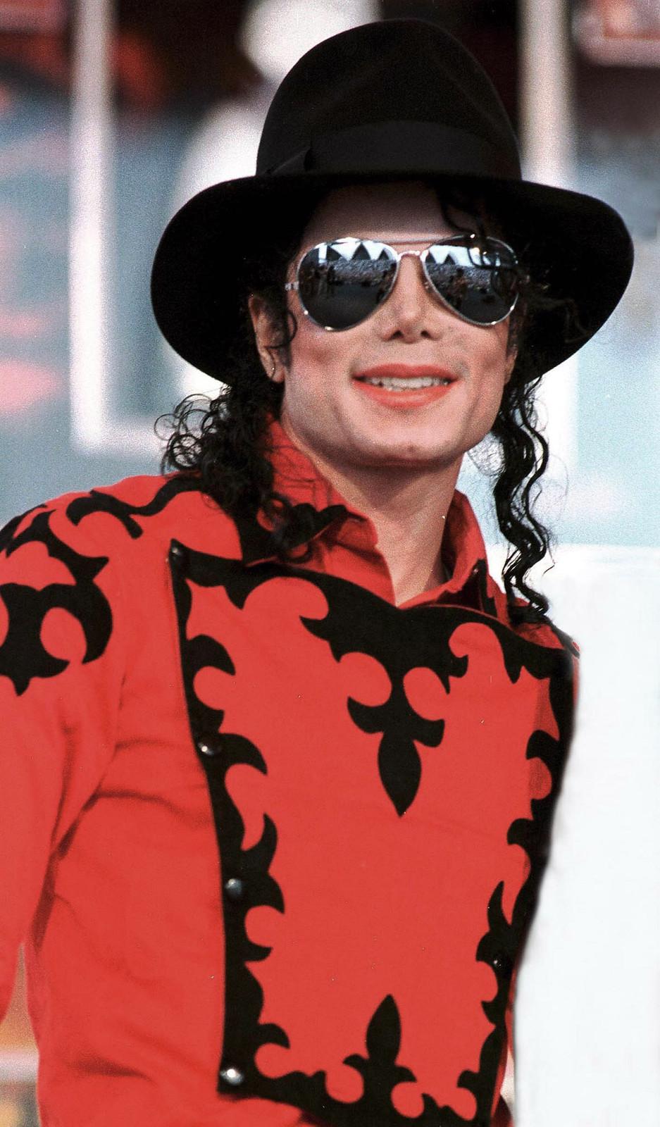 Фото | Майкл Джексон в очках и шляпе