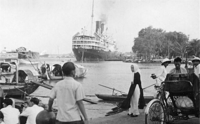 Tàu Athos II của hãng tàu biển Messageries Maritimes  tại Saigon thập niên 1950