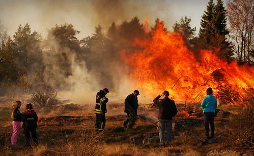 brasa valborgsmässoafton tingebergsvägen jomala åland vappu wappu people bonfire