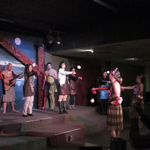 観客参加のコーナーも。男子は、ハカを踊らされたぞ。なんか、楽しかった。 #airnzjp #link_nz #rotorua
