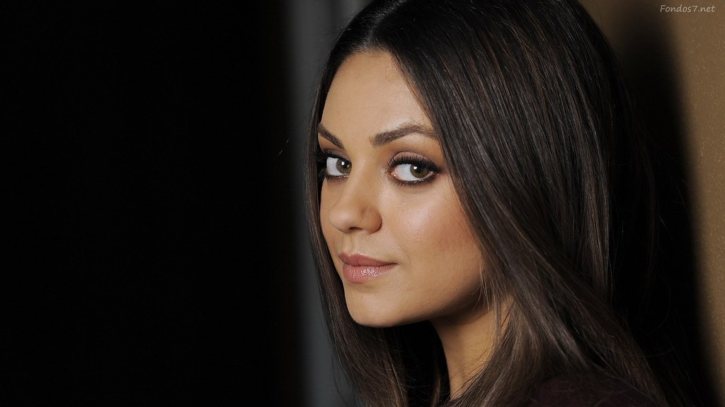 Free-Mila-Kunis-Wallpaper-HD