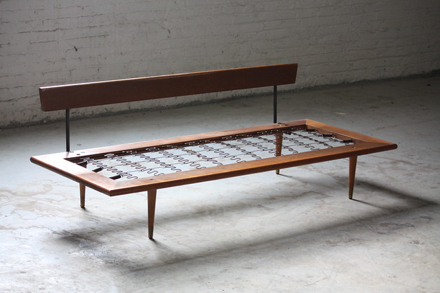 On deck handsome mid century modern daybed sofa u s for Mid century modern day bed