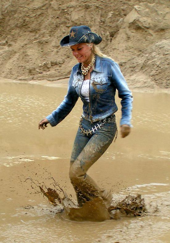 Sexy muddy girls