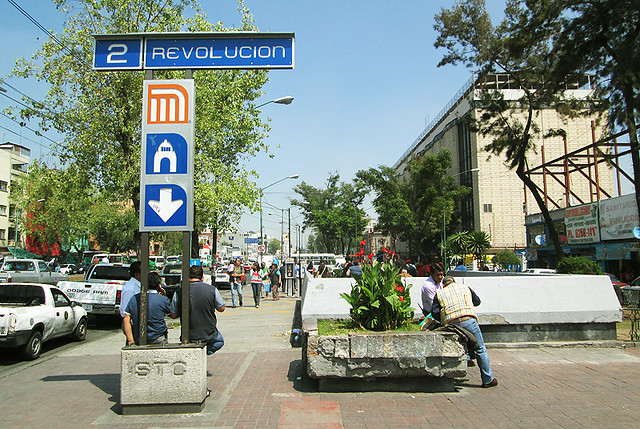 Contested Space: Vendors Demand Sidewalk Space in Mexico City
