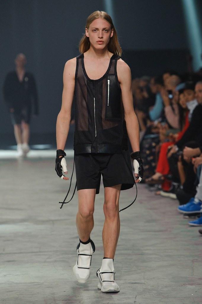 Erik Andersson3152_SS14 Paris Rick Owens(fashionising.com)