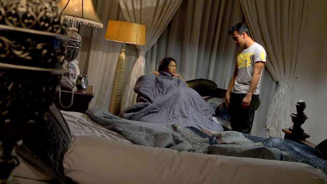 Zara Zya sebagai Zaara dan Azlee Khairi sebagai Irham