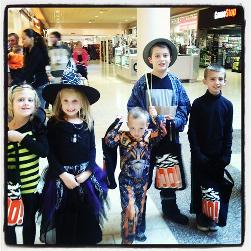 Oct 30 2013 Mall Trick or Treatin (4)