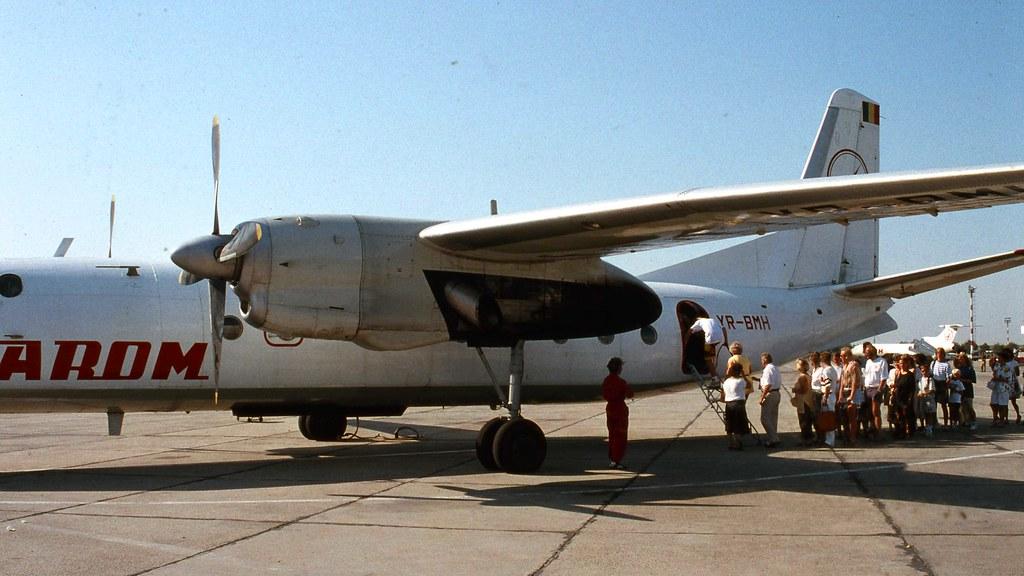 YR-BMH - B738 - Blue Air
