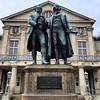 Goethe und Schiller - vor dem Nationaltheater