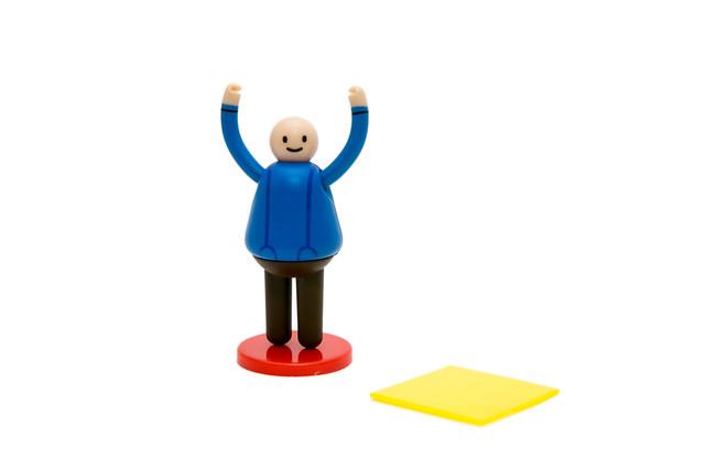超療癒小物 – 舉牌小人小公仔 @3C 達人廖阿輝
